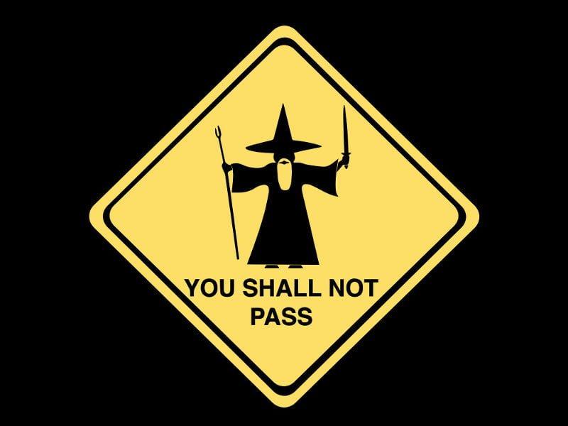 Placa de trânsito com desenho de uma mago e a frase: You Shall not Pass!